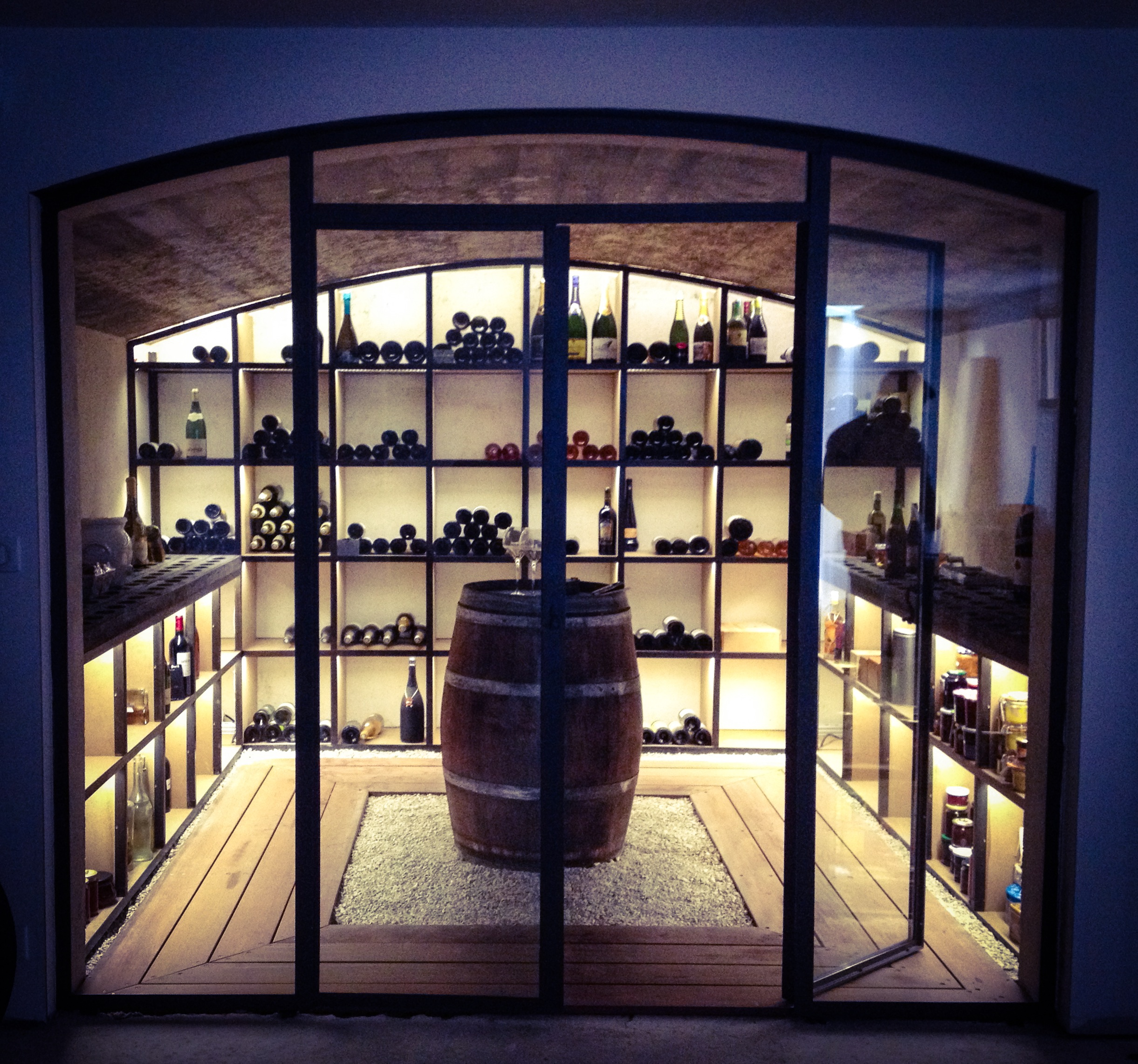 modern wine cellar photos by de design homify. Black Bedroom Furniture Sets. Home Design Ideas